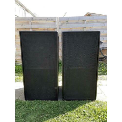 2x Dubbel 18 subs, 1000W rms.